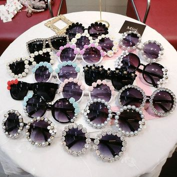 18 design Summer Sunglasses Women Sweet Flower with Rhinestone Round Sun glasses Vintage Retro Glasses For Beach Ladies Shades