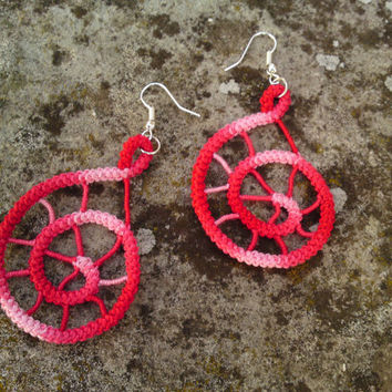 Spiral romanian point lace earrings, crochet, red, white, handmade sewed earrings, simple, spiderweb