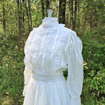 Gorgeous Vintage Wedding Dress in White by Gunne Sax by needsgoodhome at Etsy