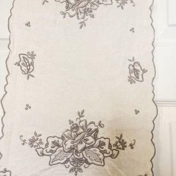 Vintage Table Runner With Two Matching Placemats, Embroidered, Vintage Linens, Creme, Ecru, Home Decor, Dining, Home And Living