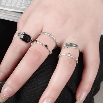 5Pcs/Set Vintage Boho Jewelry Hollow Antique Gold Plated  Black Faux Stone Cuff Vintage Ring
