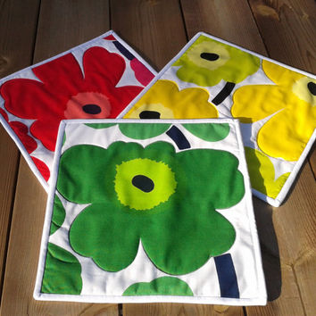 Marimekko Quilted Mug Rug, Mini Quilt, Snack Mat, Hot Pad, Small Placemat, Candle  mat, Red, Green, Yellow,set of 3