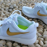 Custom Roshe Run White/Gold