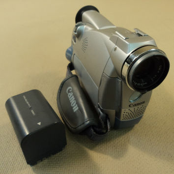Canon Digital Video Camcorder NTSC 18X Optical Zoom MiniDV ZR45 MCA V2 -- Parts/Not Working