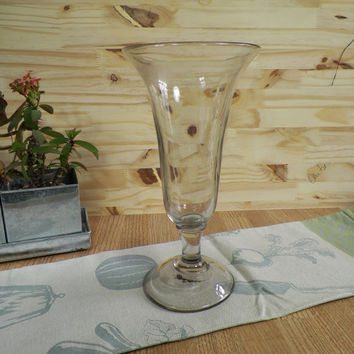 Vase on pedestal tulip-shaped or cup blown grey glass