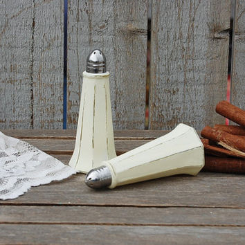 Salt and Pepper, Shaker Set, Ivory, Eiffel Tower, Tower Shaker, Shabby Chic, Glass, Wedding, Hand Painted, Distressed