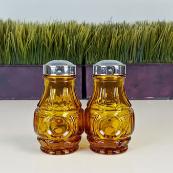 Vintage Amber Glass Salt and Pepper Shakers Chrome Lid, Vintage Amber Glass Decor, Honey Gold Home Decor, Retro Kitchen Decor, SP Shaker Set