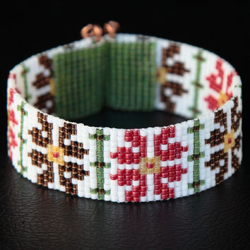 Native American Style Amarylis Christmas Bead Loom Cuff Bracelet - Tribal - Flowers Floral - White Pink Green - Seed Beads - Beadweaving