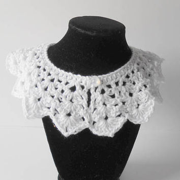Crochet white collar. Detachable Collar. Women's Accessory.  Peter Pan Collar. Gift for Women. Retro Style.  Wendy Collar.  Ready to ship