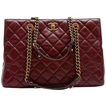 CHANEL Tote Bag in Burgundy Quilted Leather