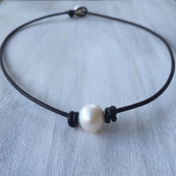 Leather freshwater pearl choker; pearl on leather ;pearl choker;leather and pearls