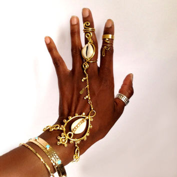 Gypsy Shine- Gold Cowrie Hand harness