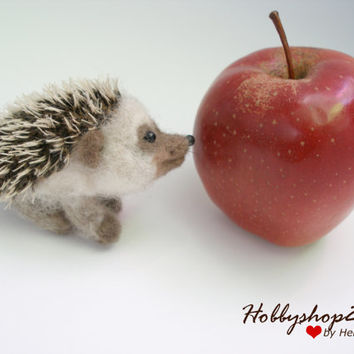 Needle felted hedgehog Miniature soft sculpture Hedgehog toys felted animal OOAK miniature