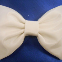 Off White Taffeta Hair Bow. Girls Hairbow, Retro Hairbow # 079