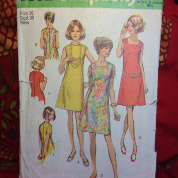 Women's Retro Dress Pattern Simplicity 8882 Cut and Complete- Vintage 1970's