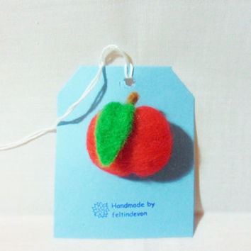 needle felted brooch - apple brooch - 100% merino wool - needle felted apple - fruit brooch - felt apple brooch