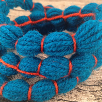 Blue bubble wool necklace