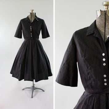 Vintage 1950s Black Day Dress -  Size Small Short Sleeve Full Skirt Casual Dress Clothing / Collared Frock