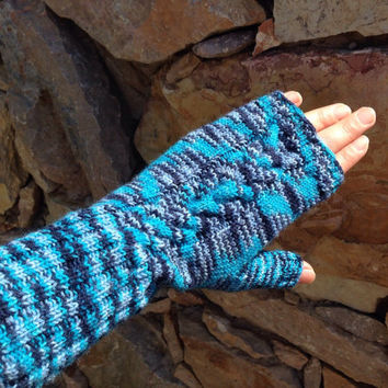 Hand Knitted Fingerless Mittens Gloves Women Sise M Blue color Warm and nice