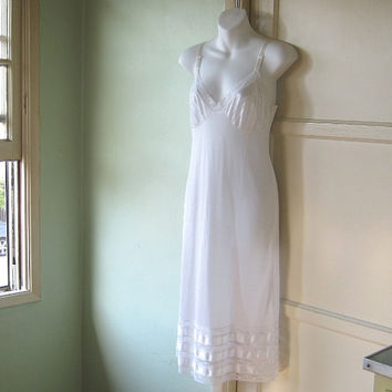 1970s-1960s Vintage Movie Star Brand Slip; Medium - Lace & Satin Ribbon-Embellished White Slip - White Full Slip; Unused/Unworn/NOS