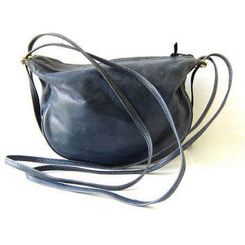 20% OFF SALE Vintage leather purse. Supple blue leather shoulder purse. Slouchy bag. Hobo cross body bag. Womens purse.