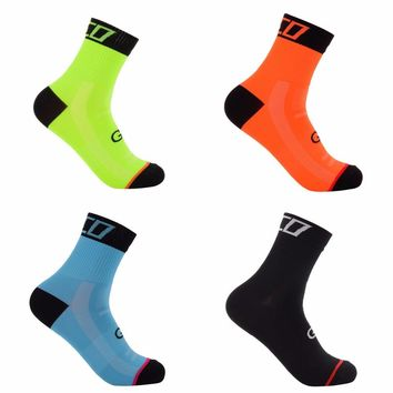 2018 New 2Pairs High Quality Professional Cycling Socks Run Outdoor Stocking Mountain Bike Sock Breathable Wearproof Footwear