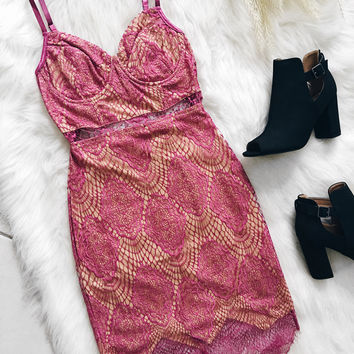 London Eyelash Lace Dress (Fuschia)