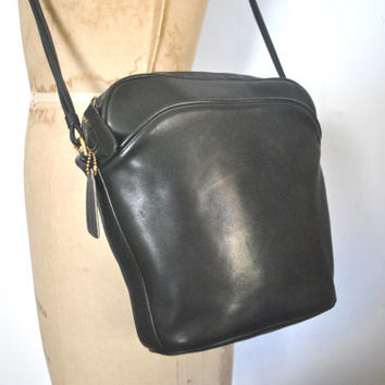 Rare OVAL Coach Bag / Black leather / original paperwork