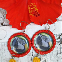 Macaw Parrot Earrings, PaRRot Jewelry, Blue and Gold, BiRd JeWelry, BiRd EaRRinGs, Bottle Cap EaRRing