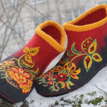 "Felted House Shoes ""Russian flower"", 100% wool, Valenki, Russian Style, Khokhloma, Bright Folk Pattern, Traditional Ornament, Russian Boho"