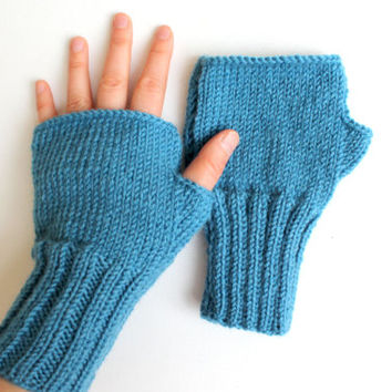 Blue Arm warmers. // Autumn Trend // Knitting Fingerless Gloves . Winter Fashion . Love. Blue . Heart . Winter collection . Etsyxo