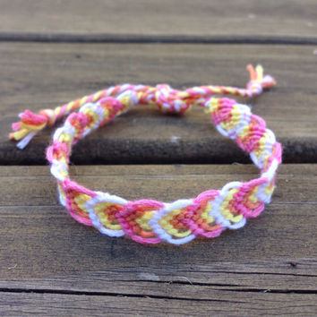 Flower petal friendship bracelet - Perfect for gifts - Dainty Bracelet