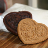 Gingerhaus - House on the Hill Gingerbread Rose Heart Cookie Press Kit