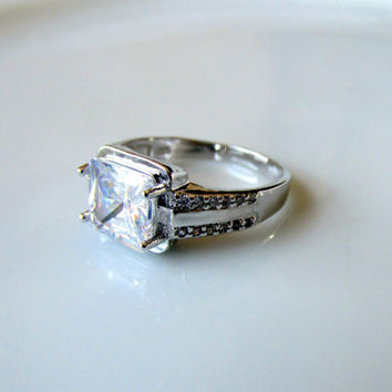 White Gold Plated Wedding Ring CZ Gemstone Cushion Cut Cocktail Ring Size 9 April Birthstone Collectible Gift Item 1729