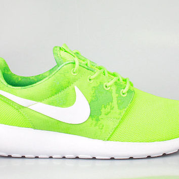 Nike Women's Roshe Run Print Flash Lime