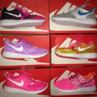 Nike Roshe Run One Women's Size 8 or Youth 6.5Y Knit Printed New With Box Pink