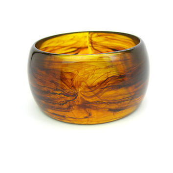 Amber Brown Bracelet. Chunky Lucite Bangle.  Wide Mod Swirled Whiskey & Smoke Plastic Jewelry. Vintage 1980s Statement