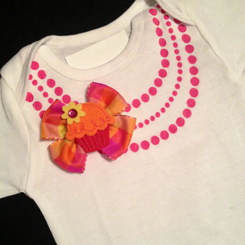 Cute baby girl gift fashion pearl Necklace Onesuit, pink necklace w/multi colored bow/cupcake Birthday outfit Spring