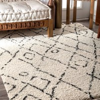 nuLOOM Nieves Moroccan Diamond Tassel Area Rug