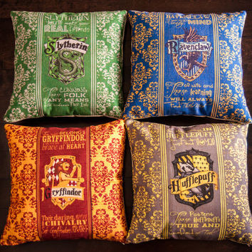 Set of 4 Harry Potter Gryffindor Slytherin Ravenclaw Hufflepuff Hogwarts House Crest Rowling Book Movie Sofa Throw Pillow Case Cushion Cover