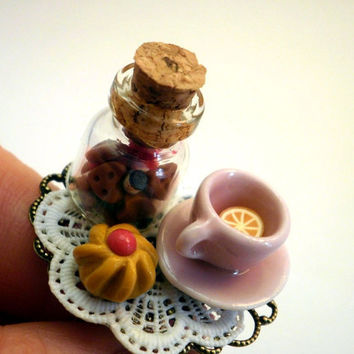 Alice in Wonderland Tea Time Tea Cup and by BijottiCiciotti