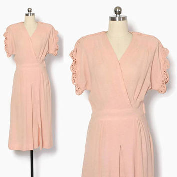 Vintage 40s KNIT Dress / 1940s Pale Pink Loopy Trim Lightweight Knit Day Dress S