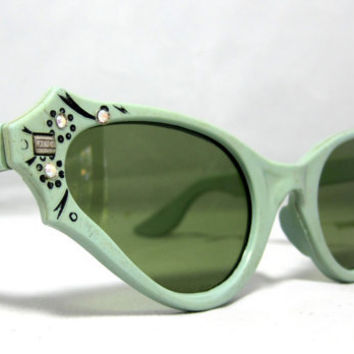 Amazing Vintage Cat Eye Sunglasses. Atomic Avacado Mint Green with Rhinestones