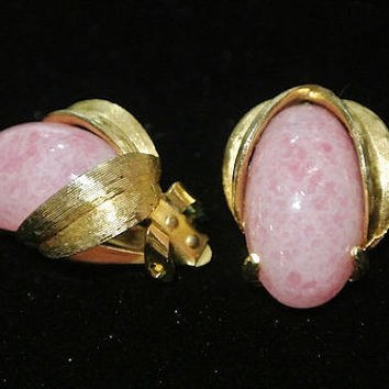 RICHELIEU Earrings 1960s Mid Century High Fashion Clip On Earrings Pink Speckled Glass Cabochon Brushed Gold Plate Plated Leaf Design