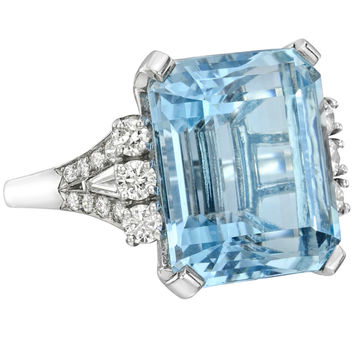Beautiful Emerald-Cut Aquamarine & Diamond Ring