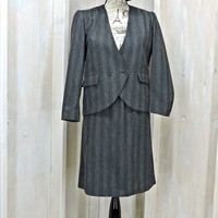 Vintage 70s skirt suit / size XS 4 / 5 / Peabody House / gray wide stripe / wool suit / 2 piece skirt and blazer / career / business