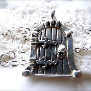 1- Fairy Door Locket Necklace Open and Close Magnetic Finished Silver Hobbit Door Locket Pendant Gifts for Her Finished Necklace