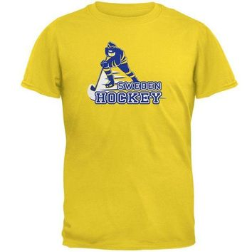 VONE05Y Fast Hockey Player Country Sweden Mens T Shirt