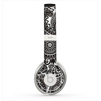 The Black & White Paisley Pattern V1 Skin for the Beats by Dre Solo 2 Headphones