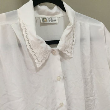White Vintage Blouse, Short Sleeve White Blouse, Embroidered Collar Scalloped Collar White Sheer Blouse Vintage Office Attire Dress Shirt M